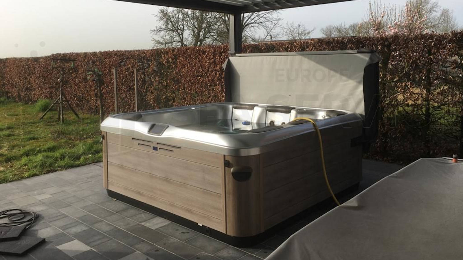 Plaatsing van een Villeroy & Boch A8D spa in Klinge België