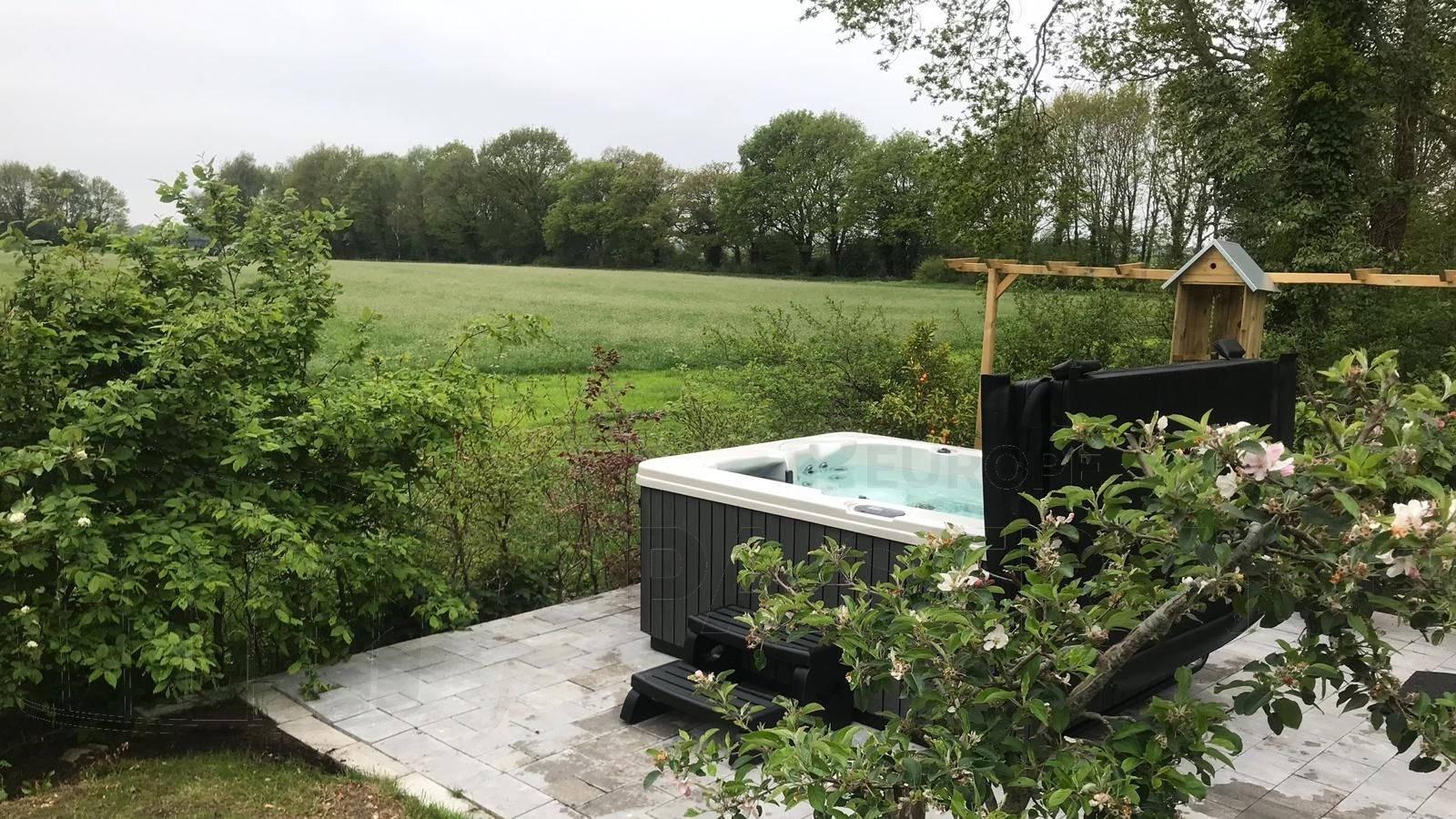 Plaatsing van een spa in Eext