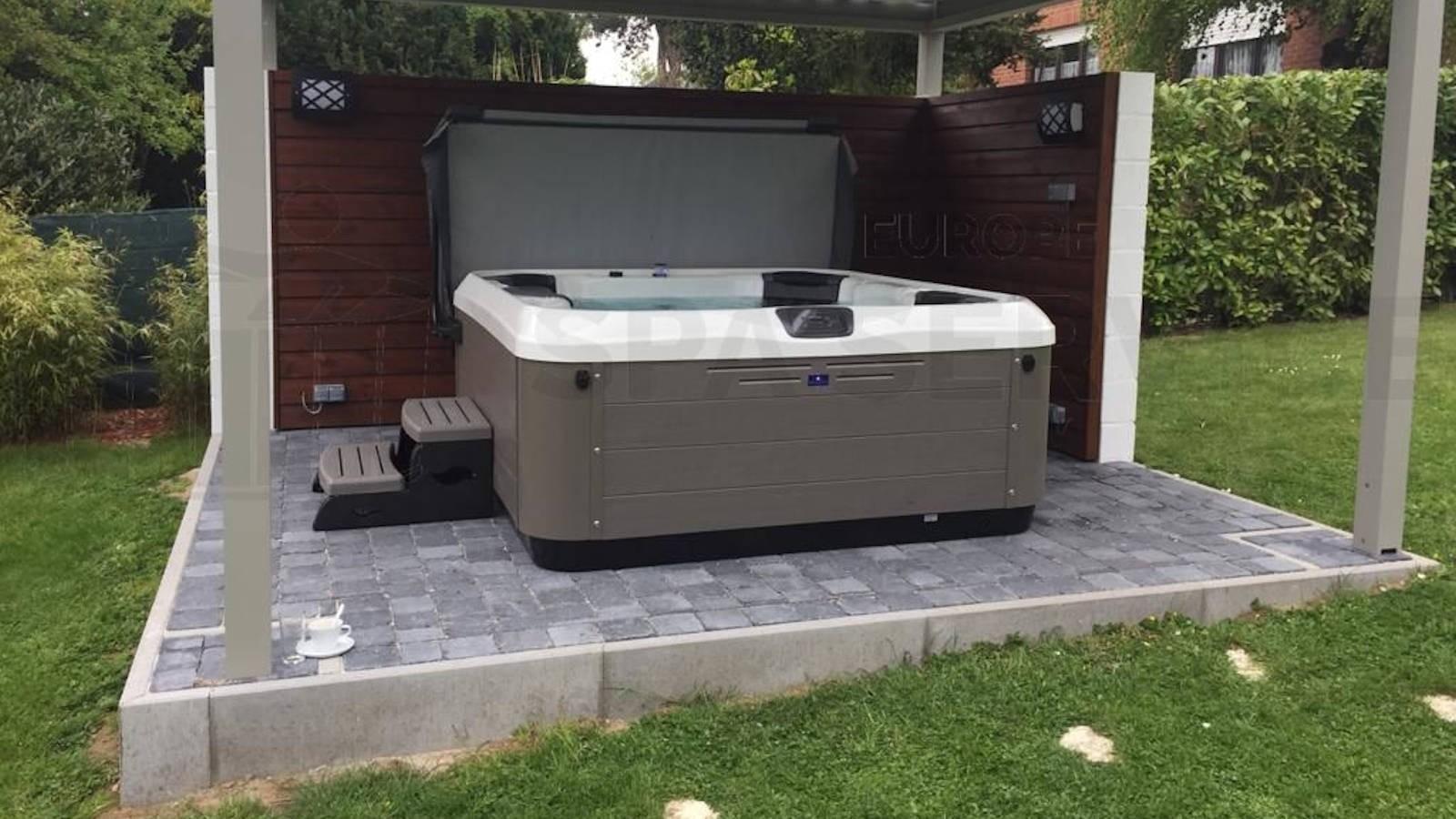 Plaatsing van een Villeroy & Boch R6LE spa in Nivelles België