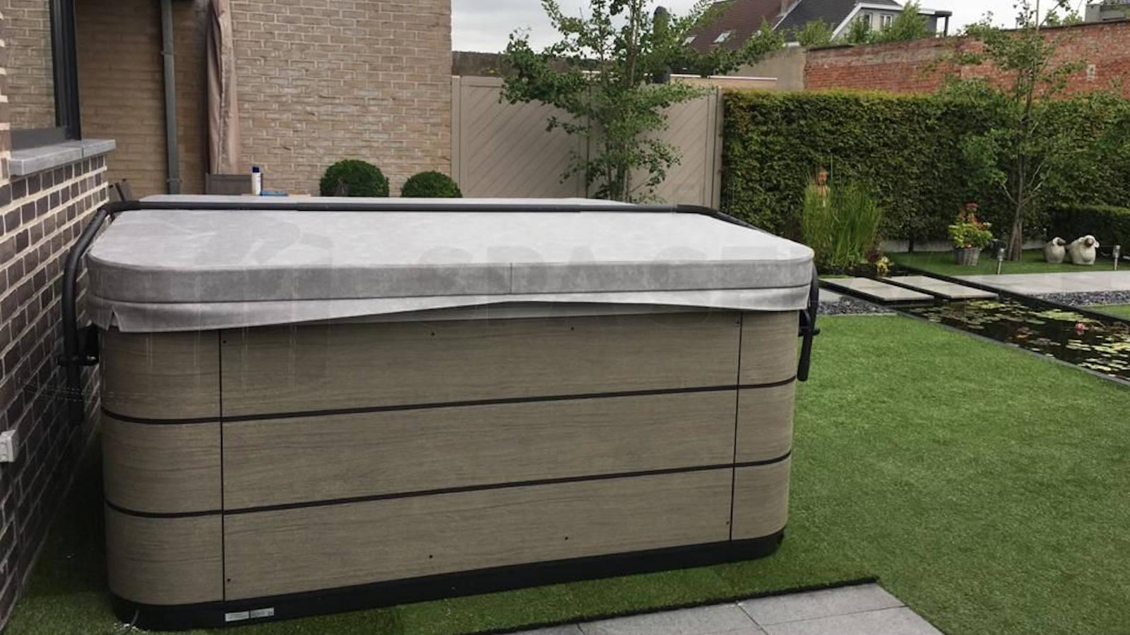 Plaatsing van een Aquavia premium lounge spa in de Klinge België