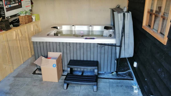 Plaatsing van een spa in Tiel