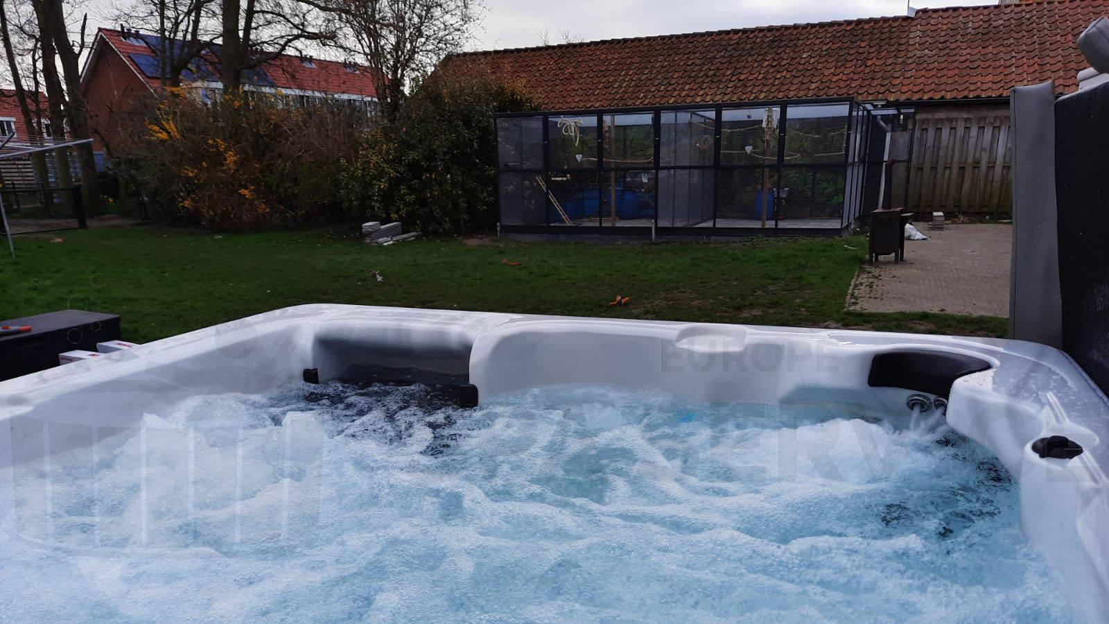 Plaatsing van een spa in Burgh-Haamstede