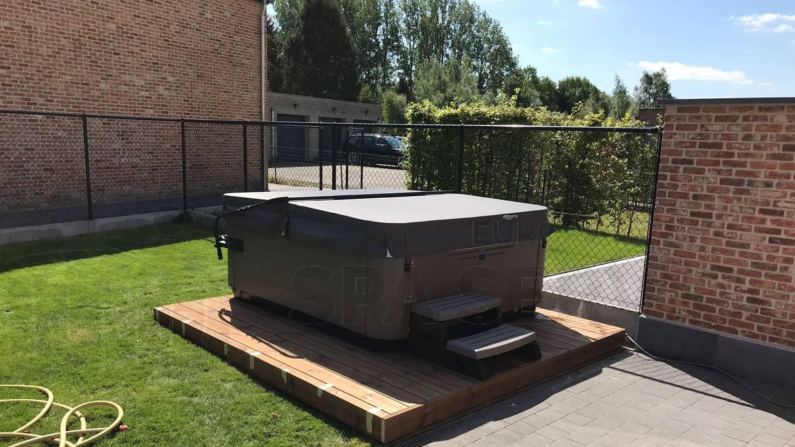 Plaatsing van een Villeroy & Boch R6LE spa in Oppuurs België