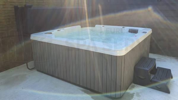 Plaatsing van een spa in Voorburg