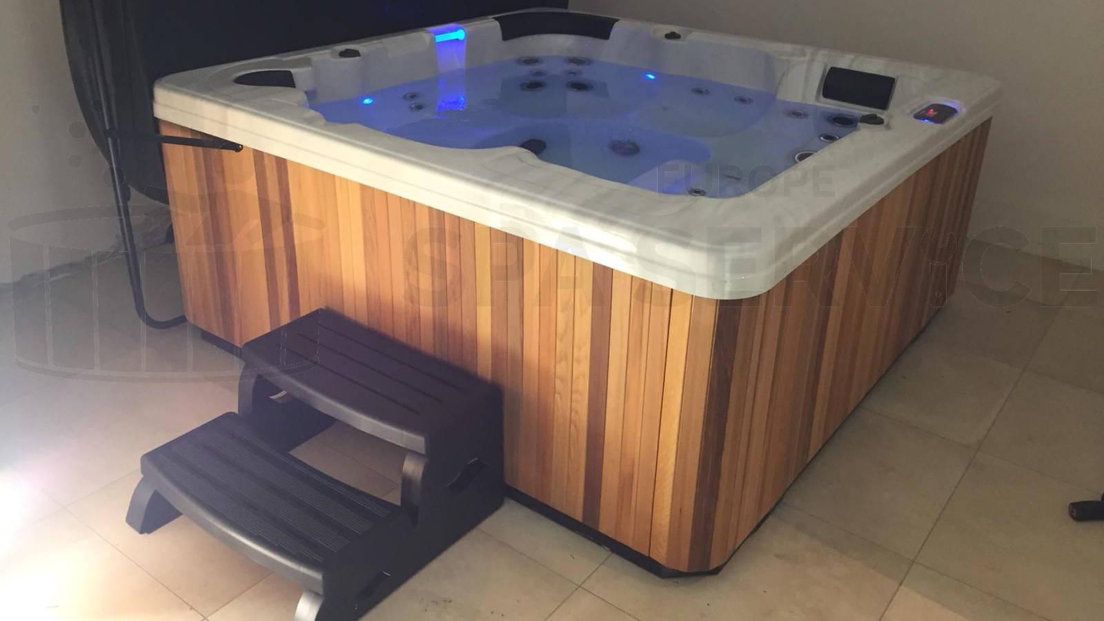 Plaatsing van een spa in een Wellnessruimte in Lunteren