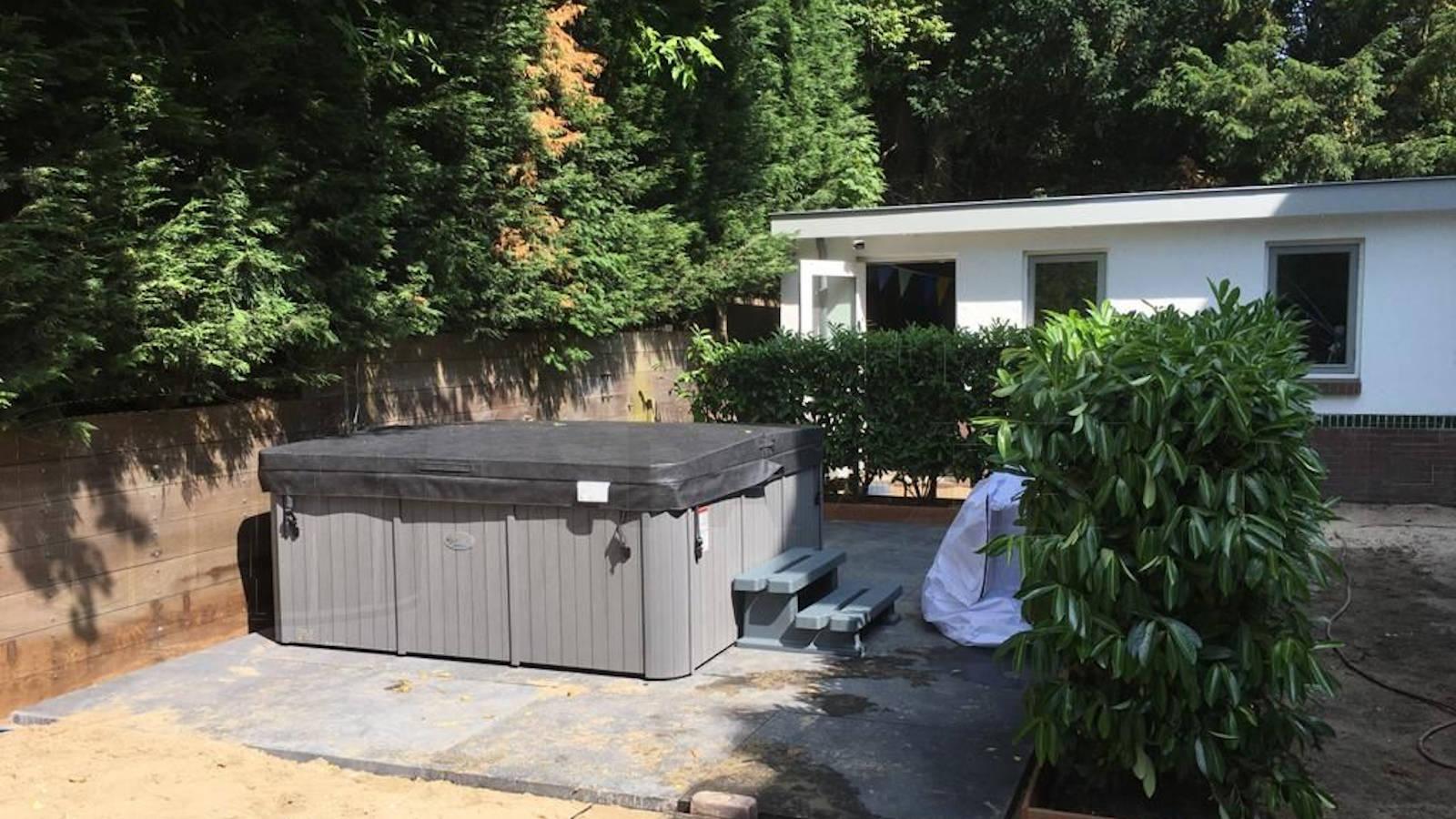 Plaatsing van een Maxicuzzi Paradiso spa in Overveen