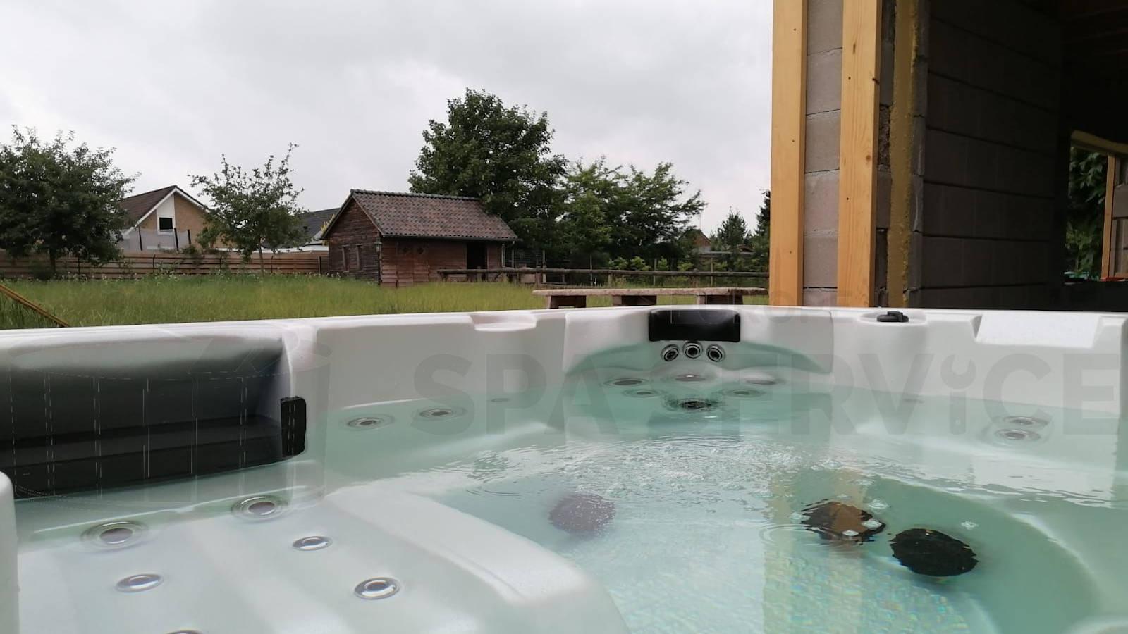 Plaatsing van een spa in Harreveld