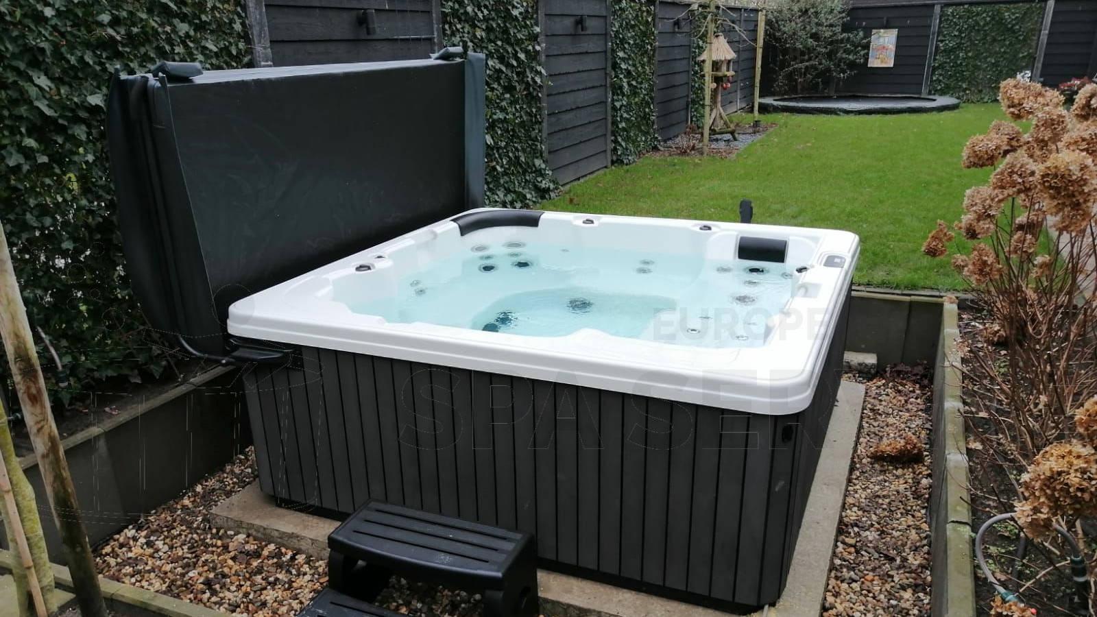 Plaatsing van een spa in Hengelo