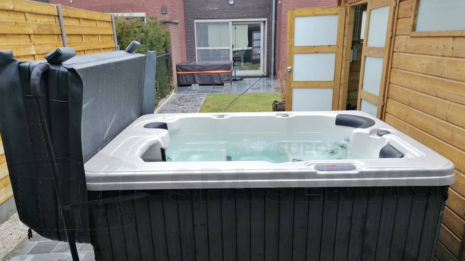 Plaatsing van een spa in Brugge België