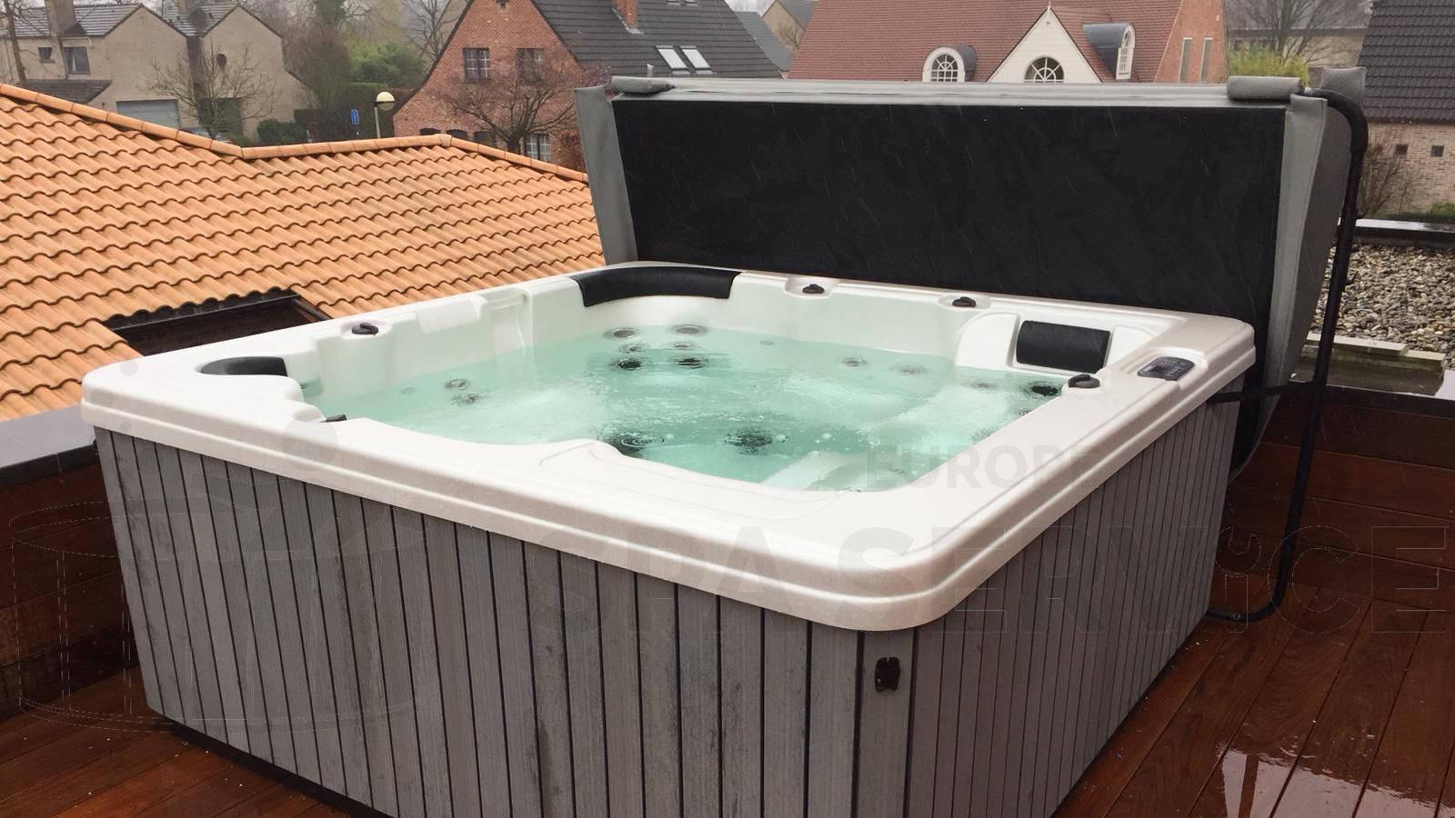 Kraanplaatsing van een spa in Lint België