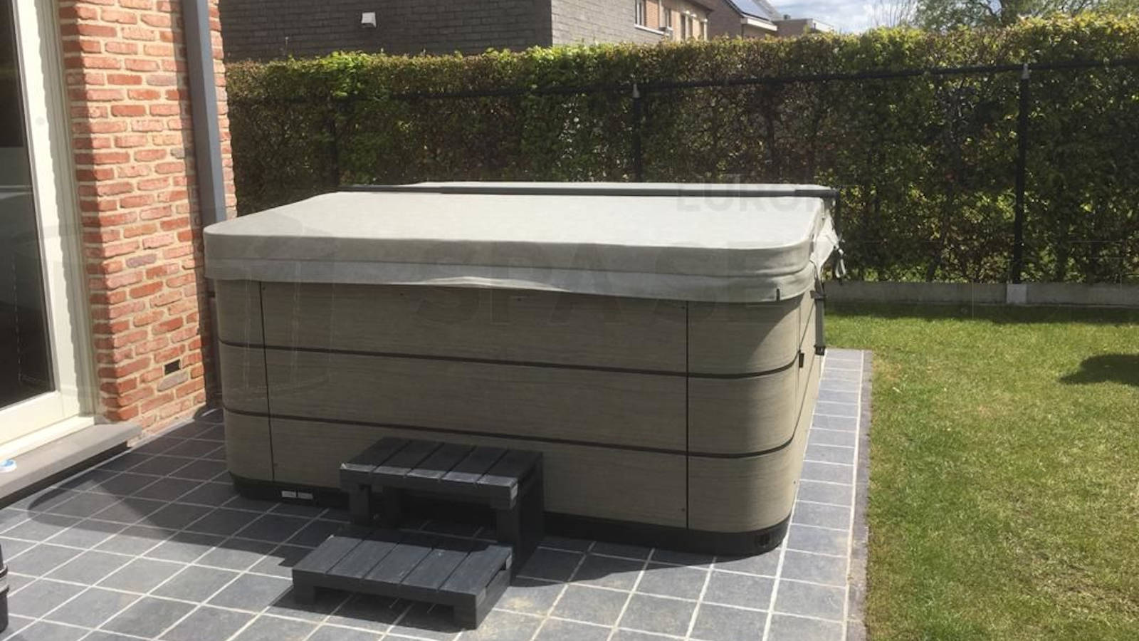 Plaatsing van een Aquavia spa in Willebroek België