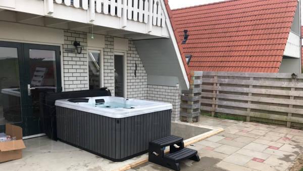Plaatsing van een spa in Den Oever