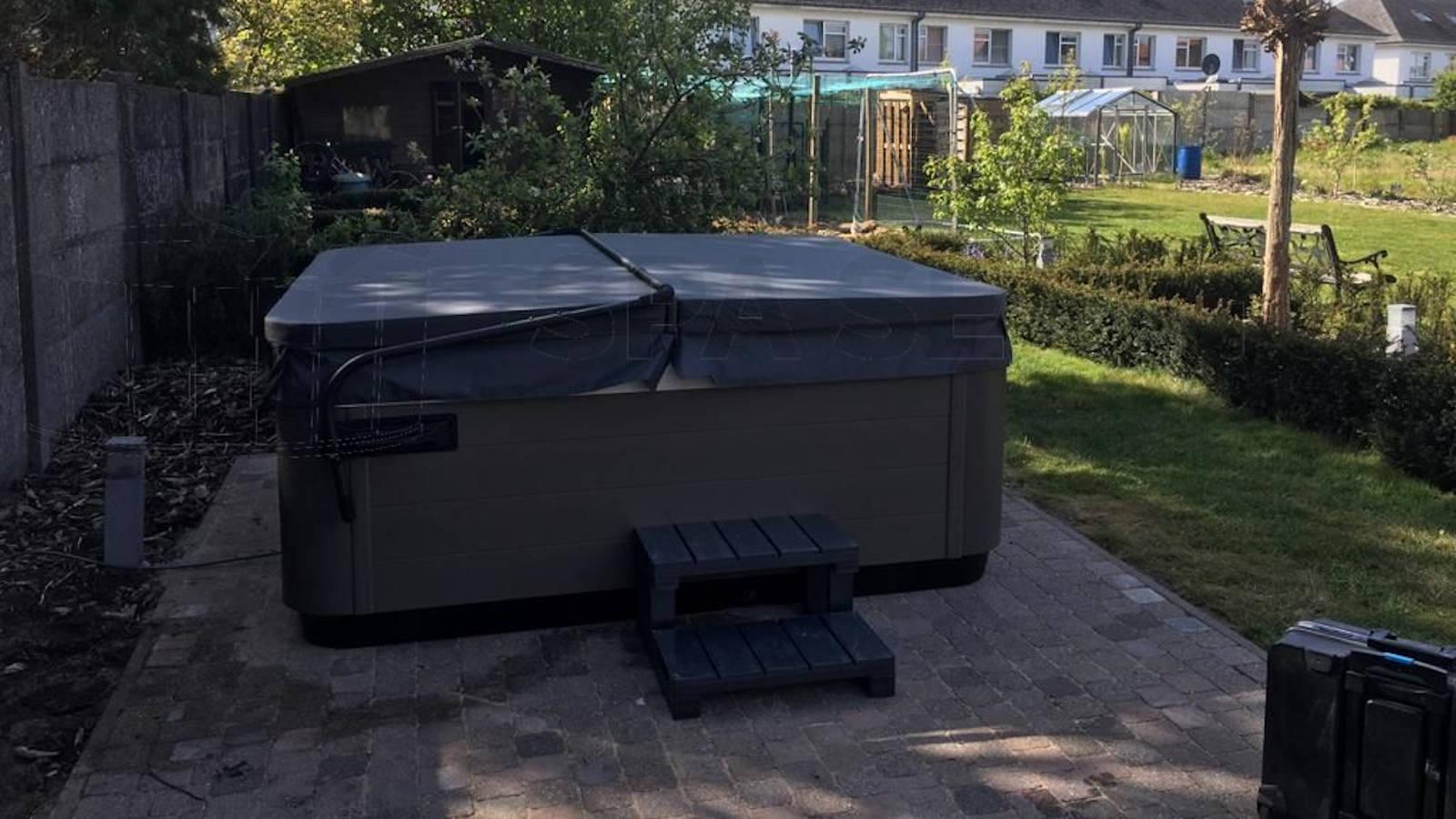 Plaatsing van een Villeroy & Boch R6L spa in Mechelen België