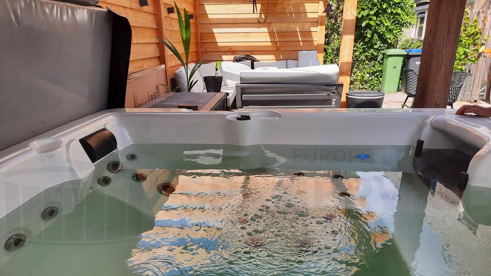 Plaatsing van een spa in Noordwijkerhout