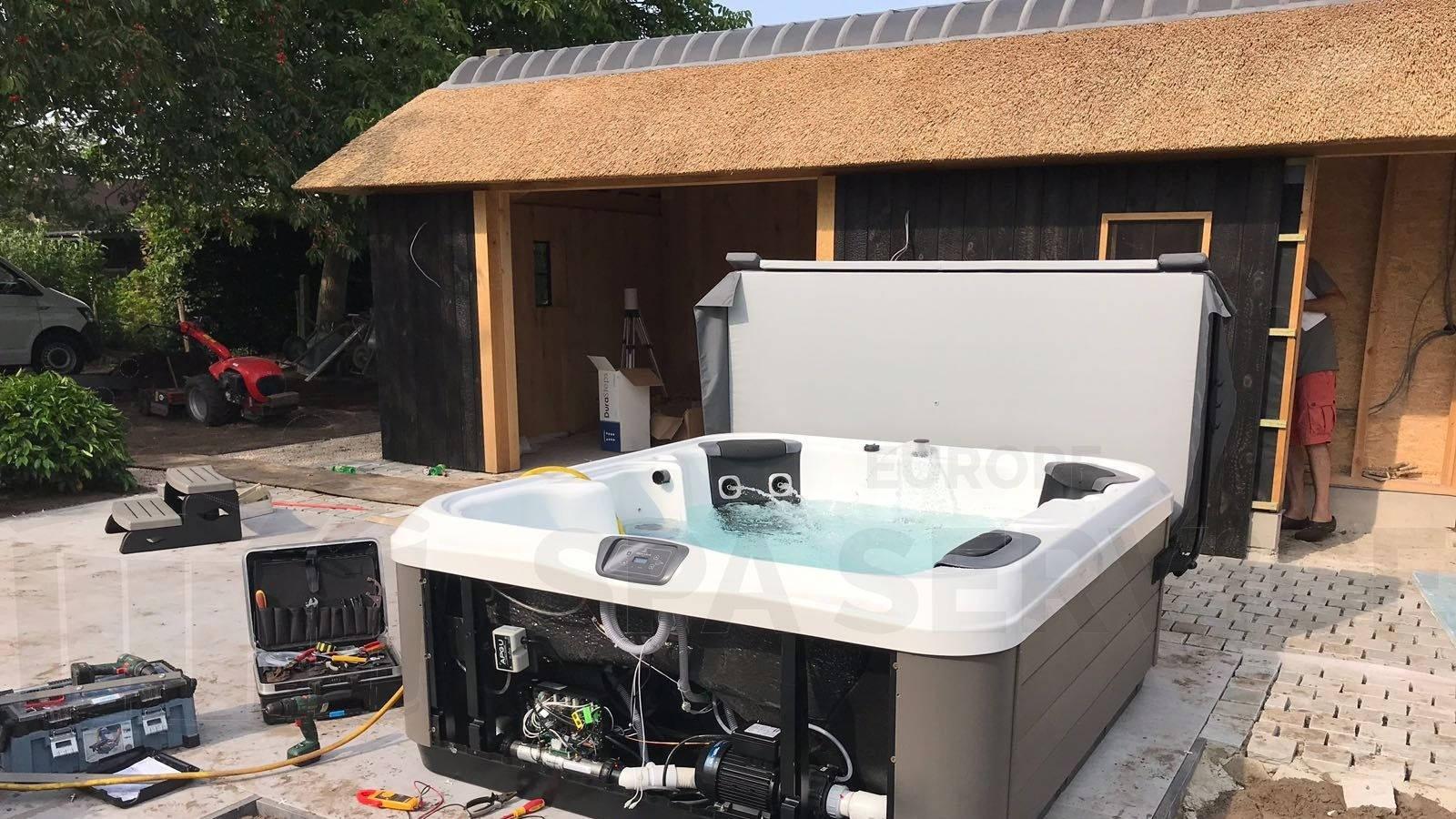 Plaatsing Villeroy & Boch R6LE spa in Stekene België