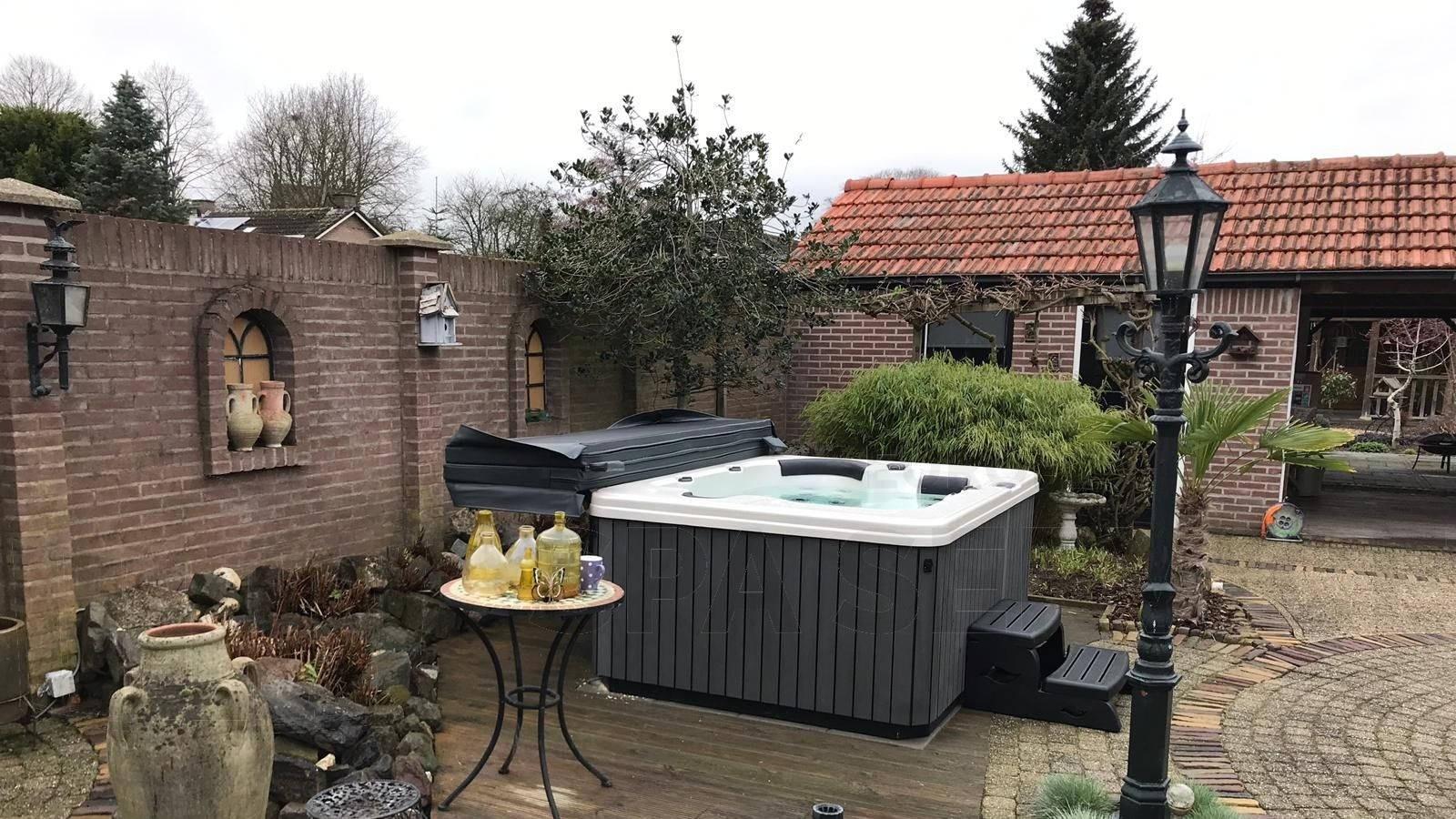 Plaatsing van een spa in Haalderen