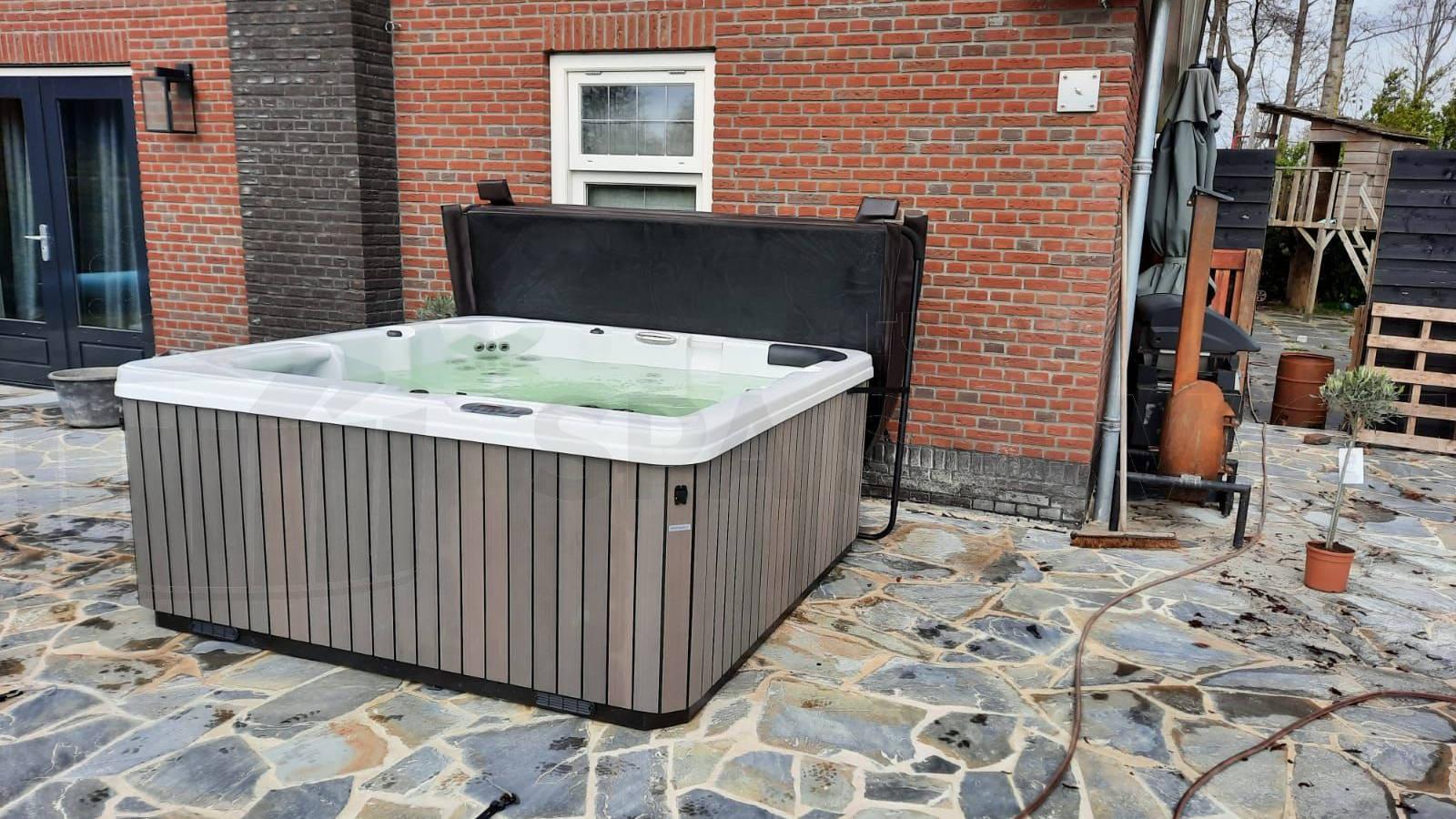 Plaatsing van een spa in Noardburgum