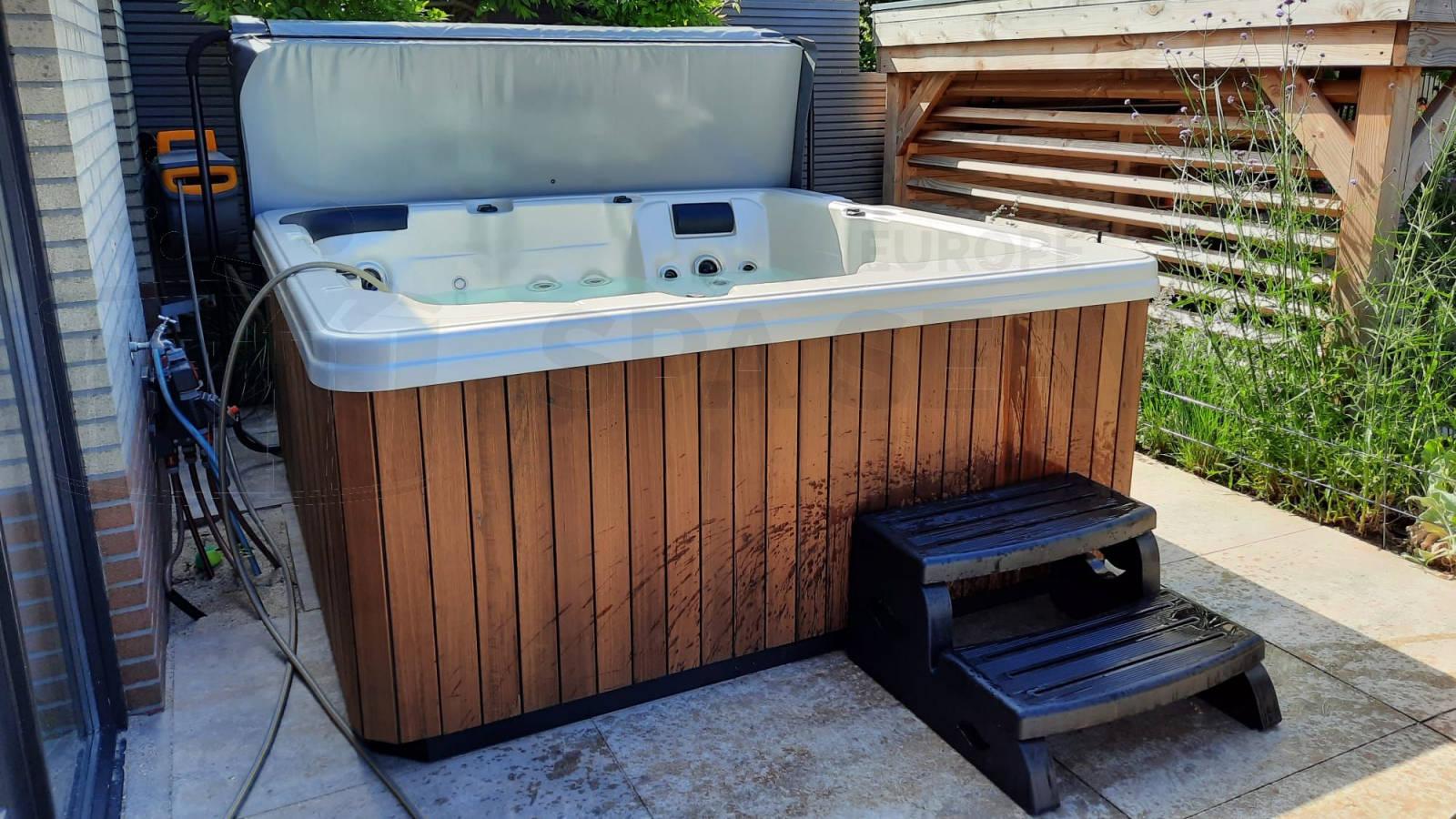Plaatsing van een spa in Hoofddorp