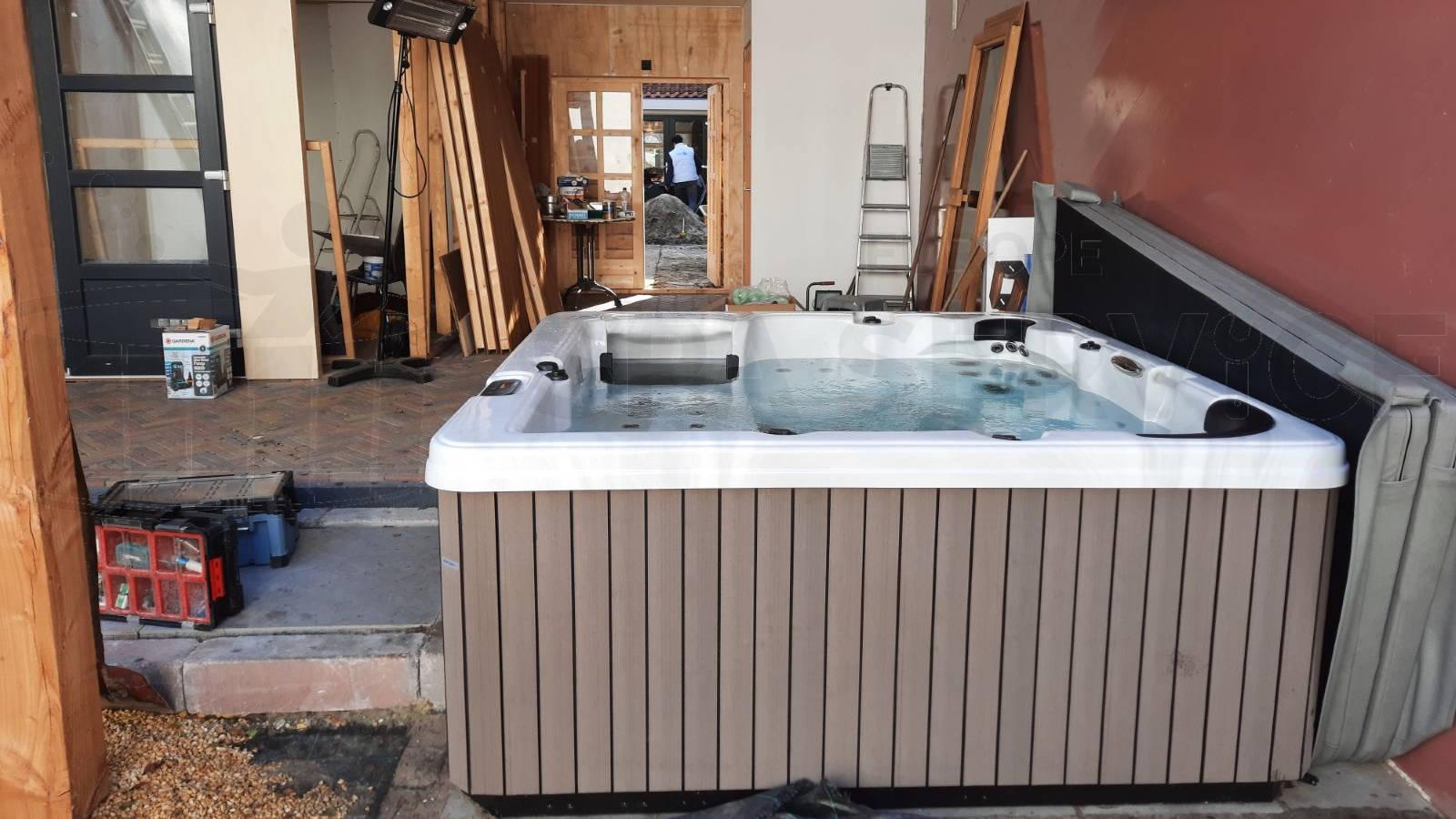 Plaatsing van een spa in Workum