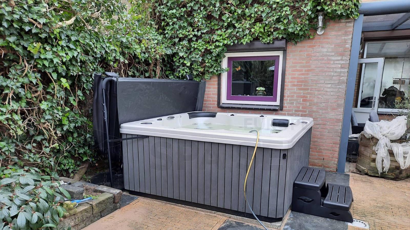 Plaatsing van een spa in Buren