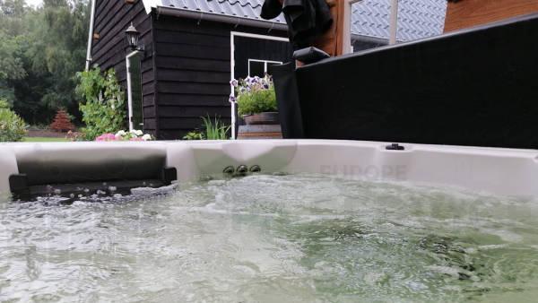 Plaatsing van een spa in Elim