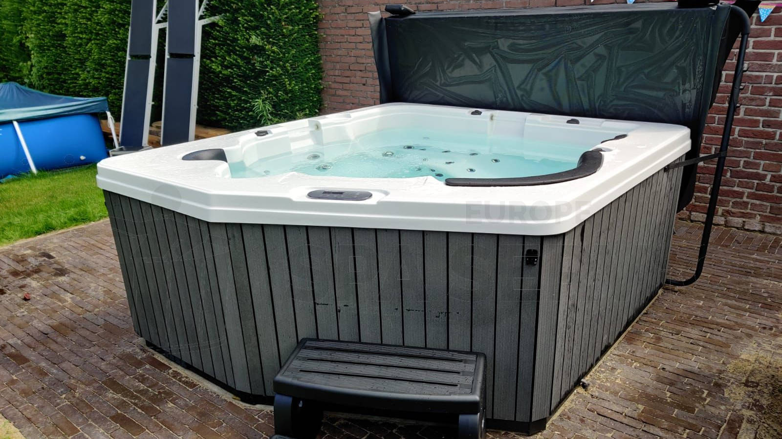 Plaatsing van een spa in Stein