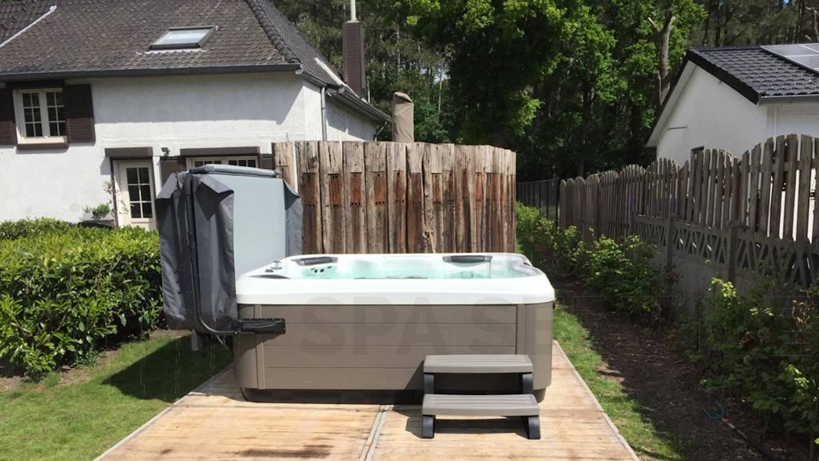 Plaatsing van een Villeroy & Boch R6L spa in Leopoldsburg België