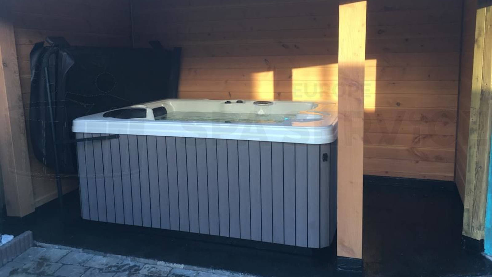Plaatsing van een spa in Beek en Donk