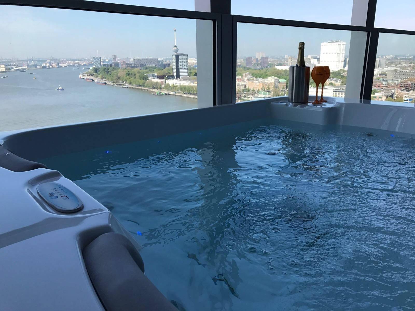 Plaatsing BP 1 spa op de 20ste verdieping in Rotterdam