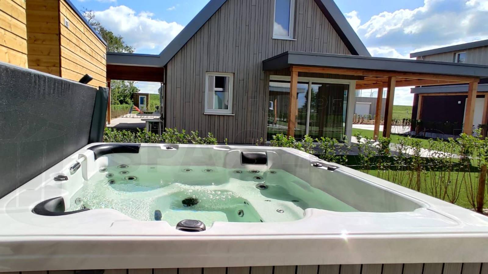 Plaatsing van een spa in Kamperland