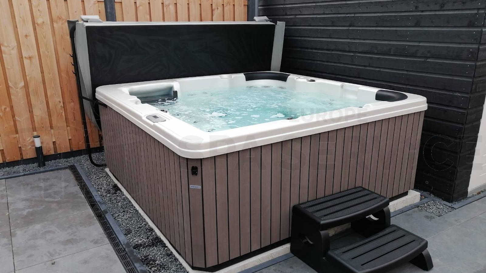 Plaatsing van een spa in Maassluis