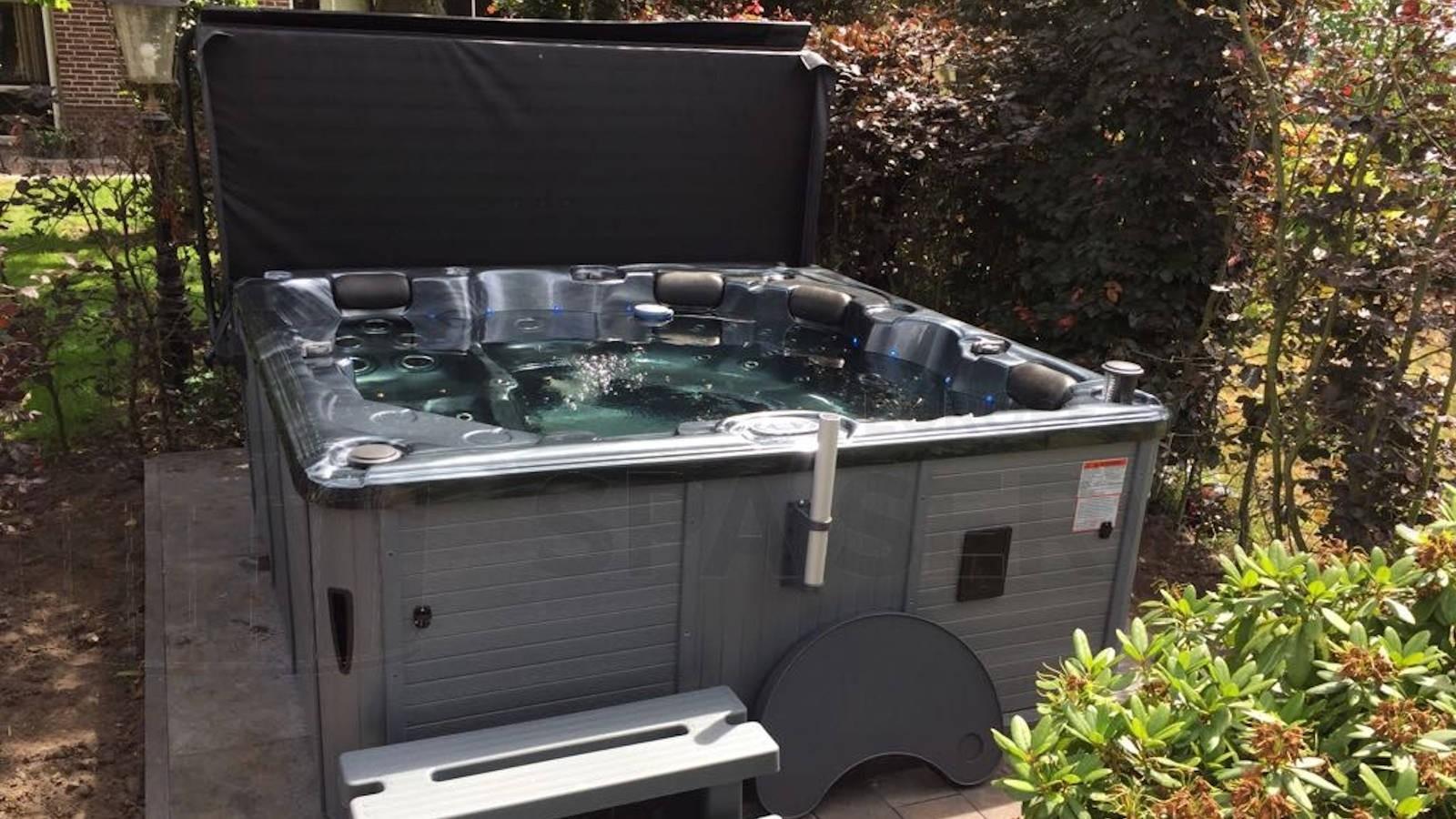 Plaatsing Sunspa 2400-MD spa in Sprundel