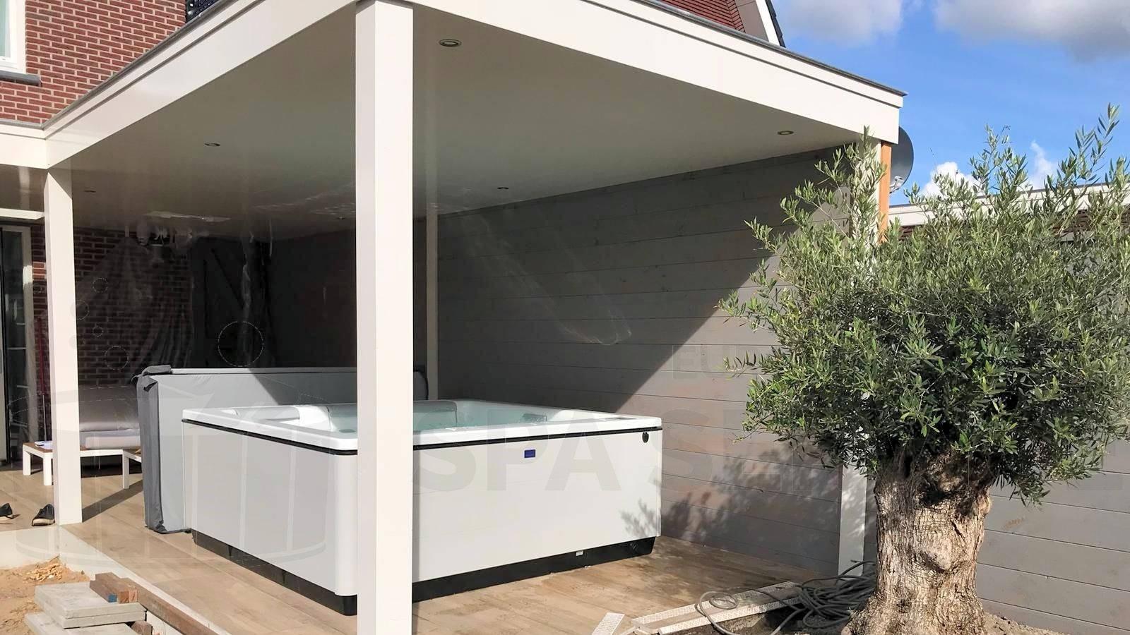 Plaatsing van een Villeroy & Boch Just Silence spa in Schiedam