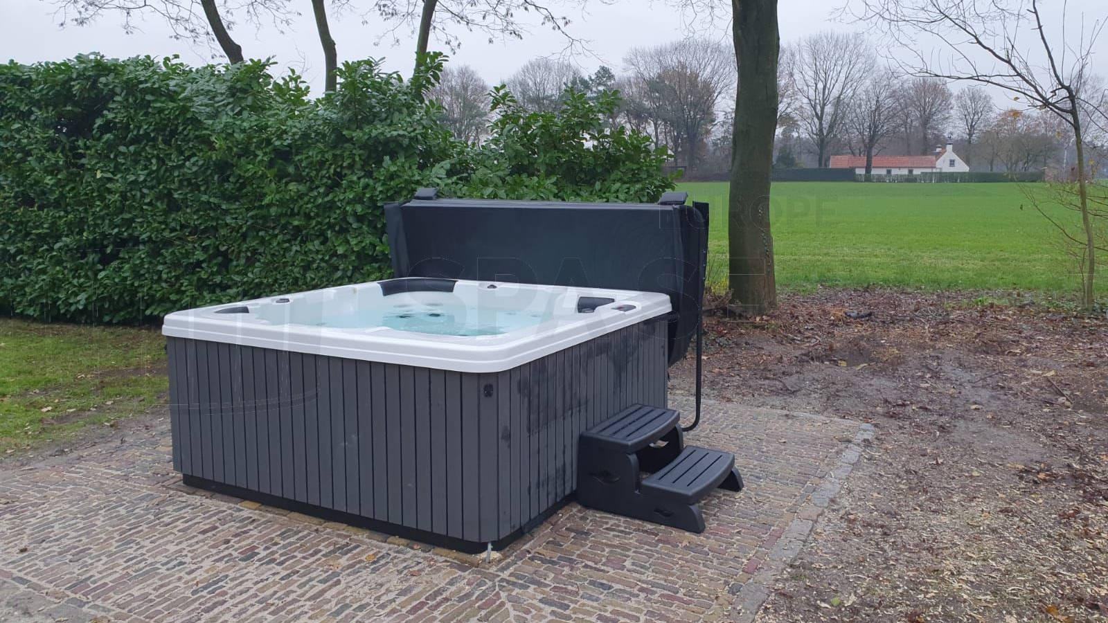 Plaatsing van een spa in Casteren