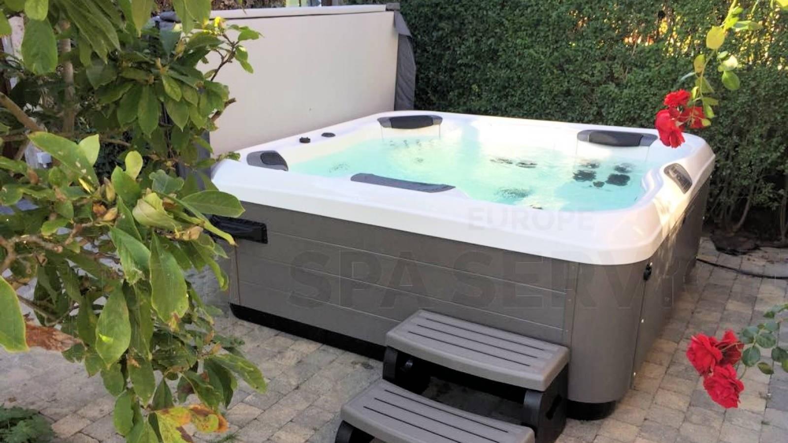 Plaatsing van een Villeroy & Boch R6LE spa in Sint Niklaas België