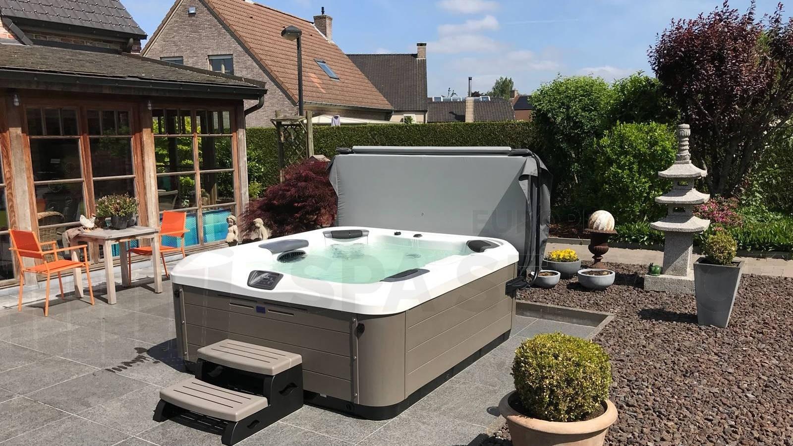 Plaatsing van een Villeroy & Boch R6LE spa in Lovendegem België