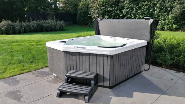Plaatsing van een spa in Zaltbommel