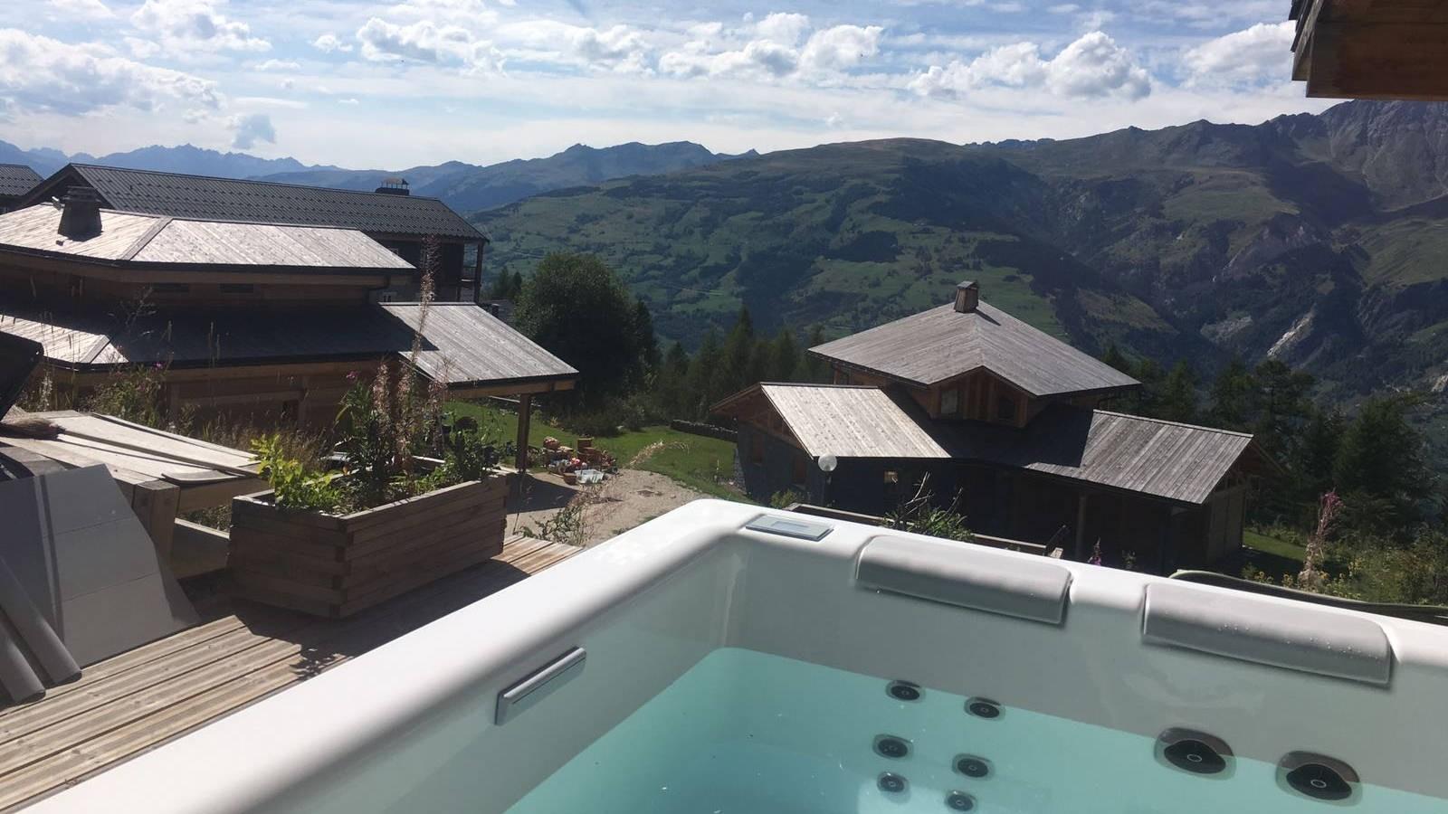 Plaatsing Villeroy & Boch Just Silence spa in Bourg-Saint-Maurice, Frankrijk