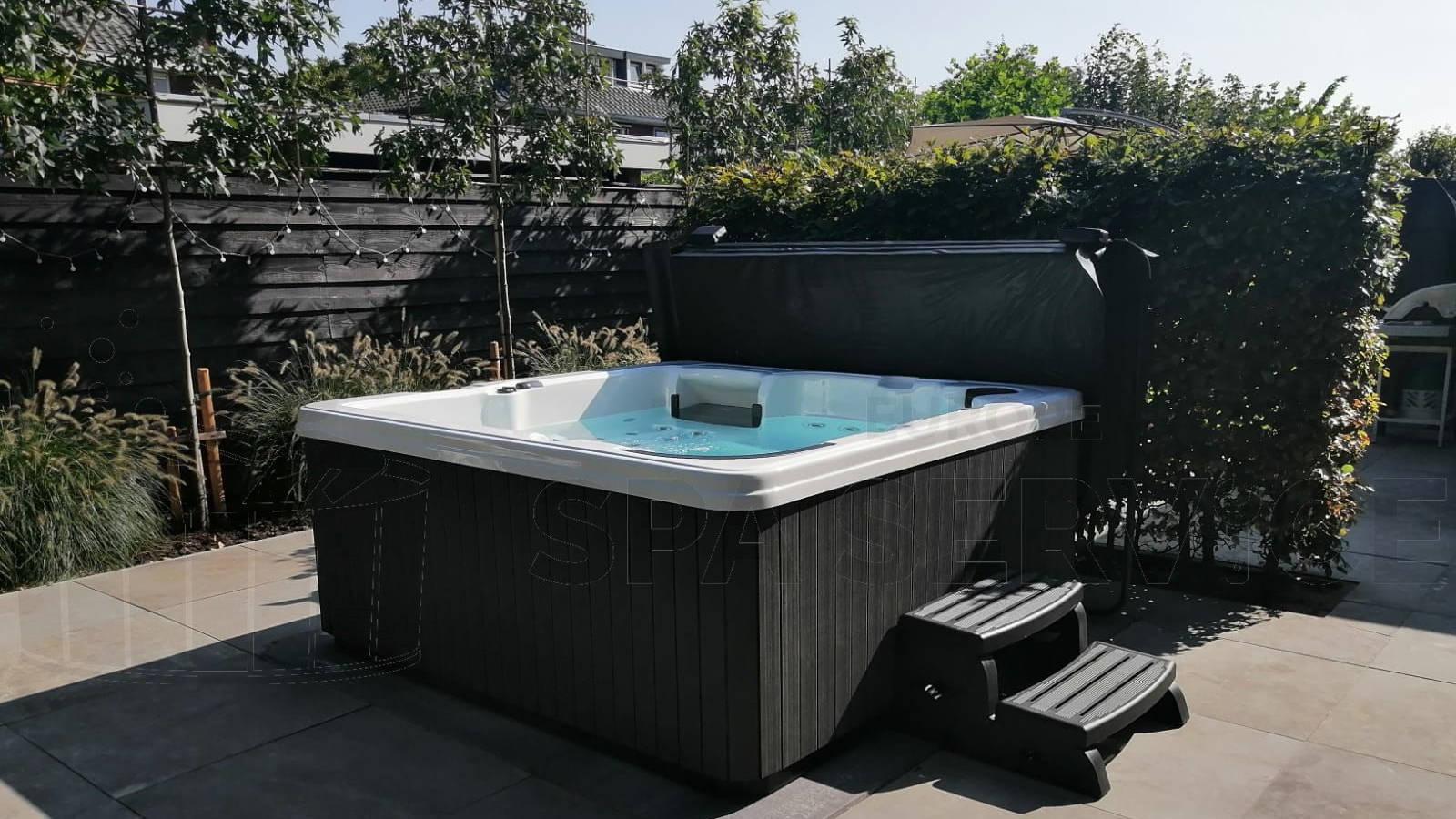 Kraanplaatsing van een spa in Barendrecht