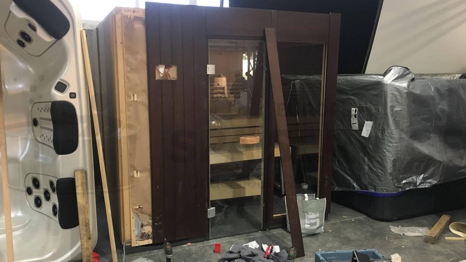Opbouw Villeroy & Boch sauna en plaatsen diversen Villeroy & Boch spa's op Batibouw 2018 in België