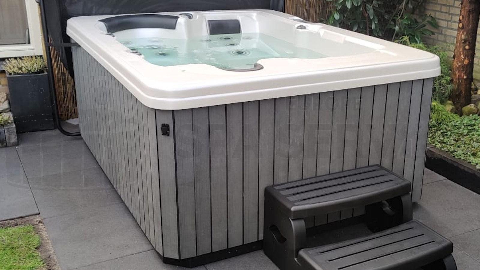 Plaatsing van een spa in Asten