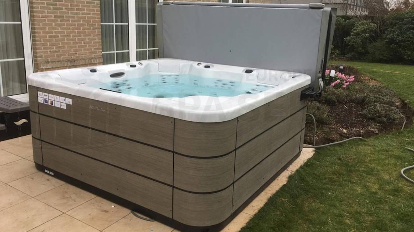 Plaatsing van een Aquavia spa in Linkebeek België
