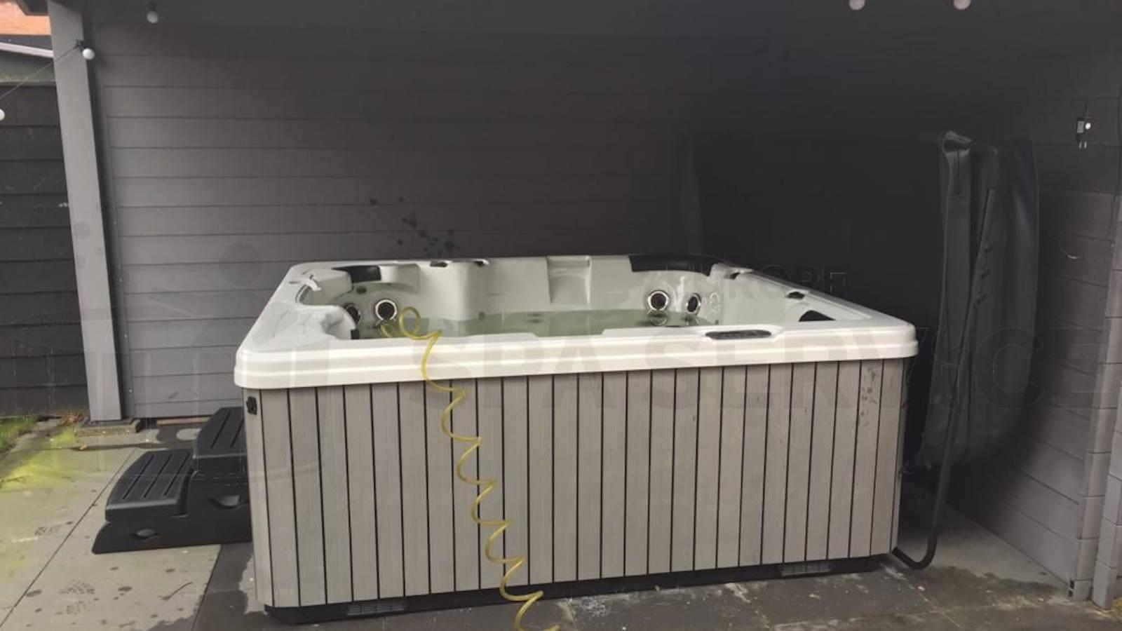 Plaatsing van een spa in Sloten