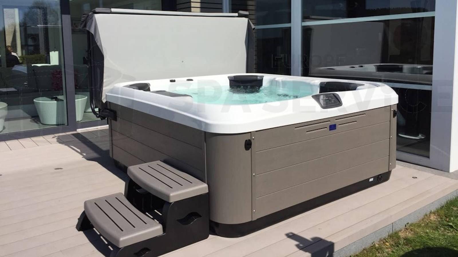 Plaatsing Villeroy & Boch R6LE spa in Francorchamps België
