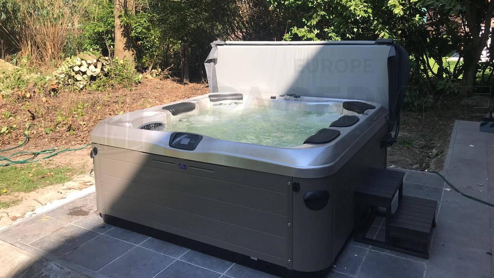 Plaatsing van een Villeroy & Boch A7LE spa in Eeklo België