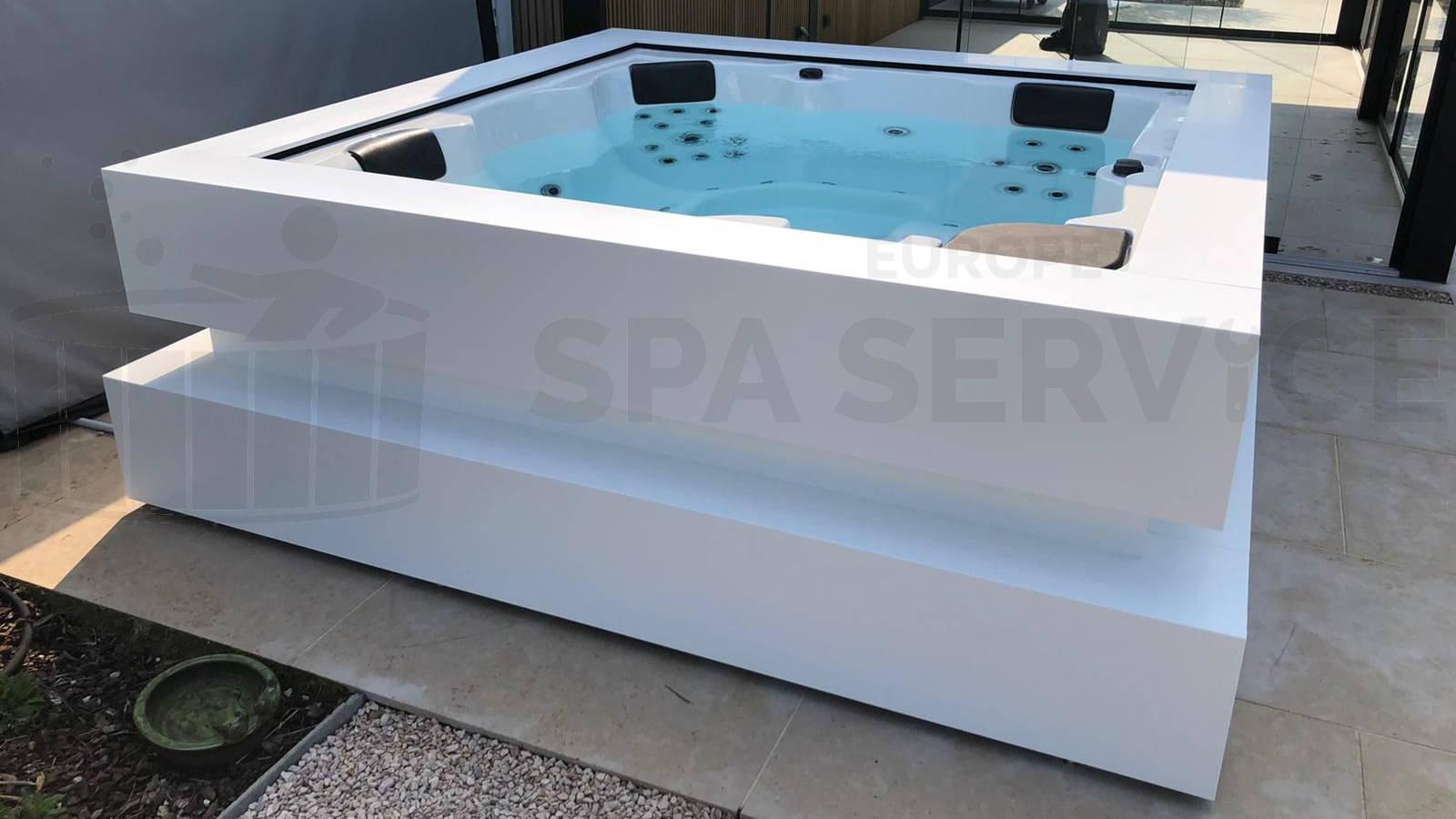 Plaatsing van een Aquavia Cube Ergo spa in Aalst België