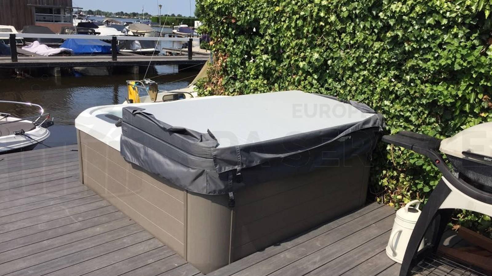 Plaatsing van een Villeroy & Boch R6LE spa in Aalsmeer