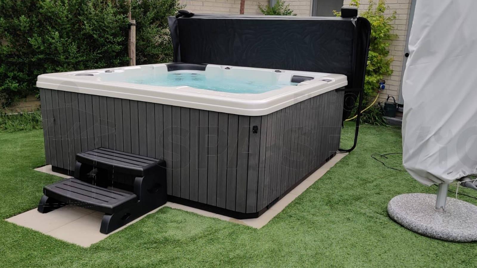 Plaatsing van een spa in Selfkant Duitsland