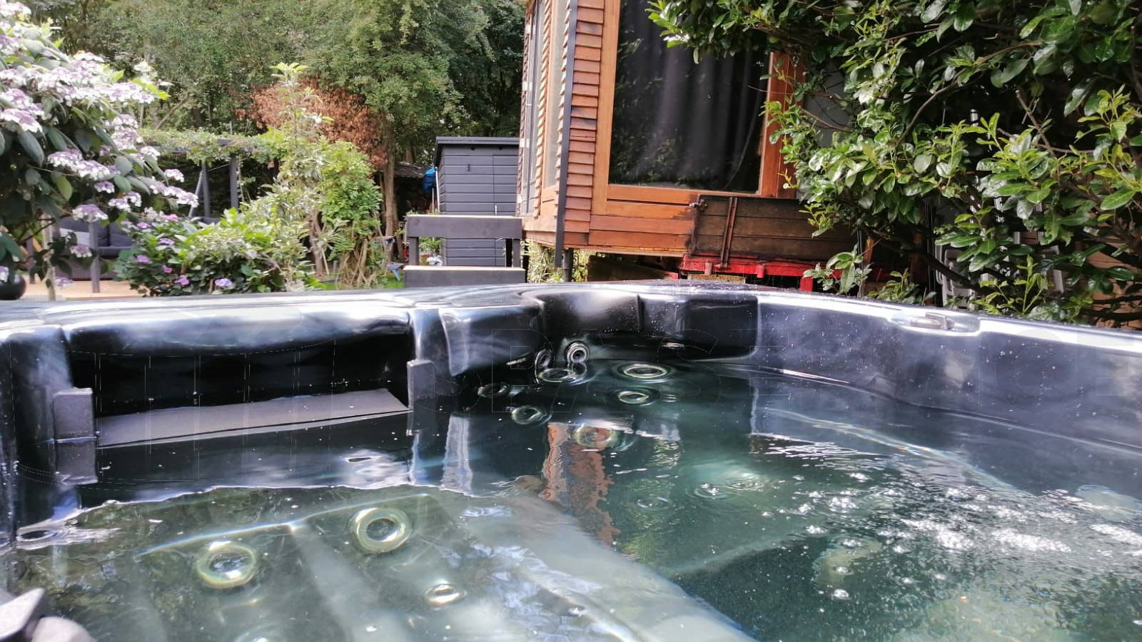 Plaatsing van een spa in Putte