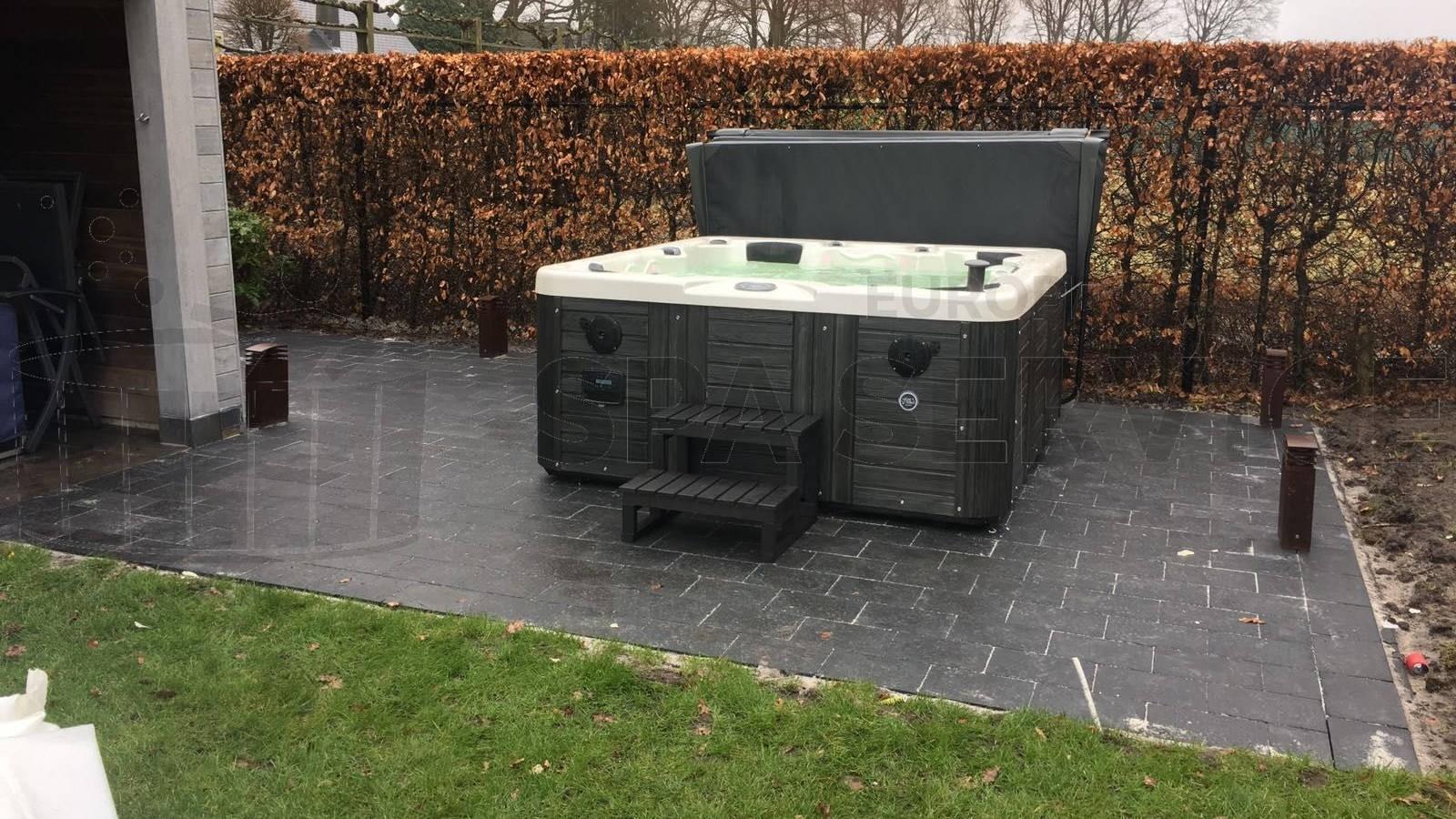 Plaatsing Four Winds Carolina spa in Essen België